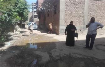 السيطرة على طفح الصرف الصحي بشوارع إسنا  صور