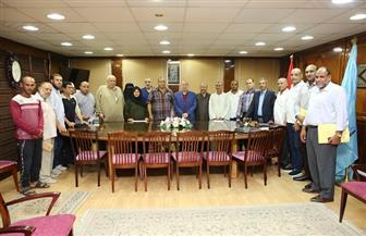 محافظ كفر الشيخ يسلم 17 عقد تقنين أراضي أملاك الدولة   صور