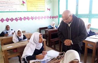مدير التعليم الإعدادي بـ«الأقصر الأزهرية» يتفقد امتحانات النقل | صور