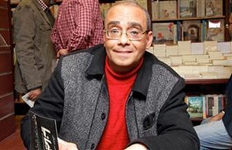 """""""كنت شابا في الثمانينيات"""" جديد لـ """"محمود عبد الشكور"""" بمعرض الكتاب"""
