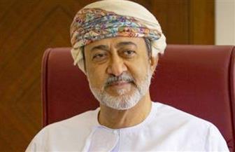 سلطان عمان يبعث برقية تعزية ويعلن الحداد وتنكيس الأعلام وتعليق العمل 3 أيام