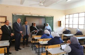 محافظ قنا يؤكد انتظام سير الامتحانات على أجهزة التابلت لطلاب الثانوي العام |صور