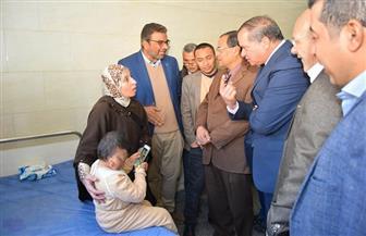 علاج حالة طبية نادرة لطفل بمستشفى سوهاج الجامعي | صور
