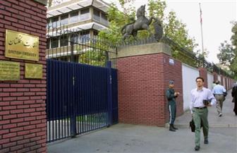 """ميليشيا """"الباسيج"""" الإيرانية تنظم مظاهرة خارج السفارة البريطانية وتطالب بإغلاقها"""