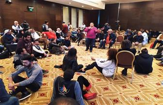 خالد جلال يبهر الحضور في المؤتمر الفكري بمهرجان المسرح العربي | صور
