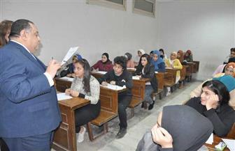 رئيس جامعة حلوان يطمئن على سير الامتحانات بالكليات | صور