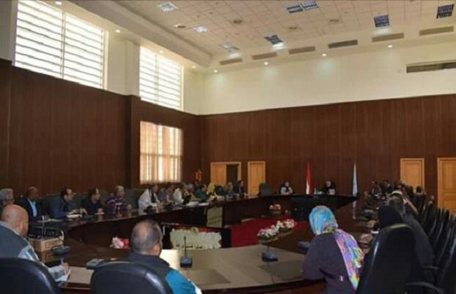 محافظ البحرالأحمر يستعرض خطة العمل بالمحافظة في اجتماع مع مديري إدارات الديوان العام   صور