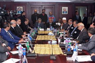 المشاركون بندوة وكالة أنباء الشرق الأوسط حول دور الأحزاب في التوعية بالشأن العام يؤيدون القيادة السياسية | صور