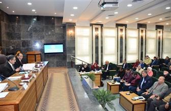 محافظ الغربية: إزالة معوقات تطوير وتحسين الخدمات للمواطنين بقطاعي التعليم والصحة | صور