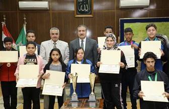 محافـظ المنوفية يكرم فريق مدرسة التربية الفكرية لحصولهم على 15 ميدالية | صور