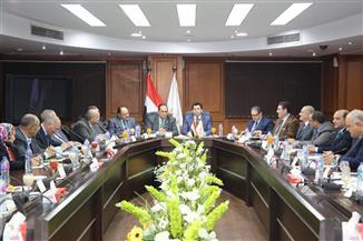 وزير الشباب والرياضة يجتمع مع رؤساء الاتحادات الرياضية الإفريقية | صور