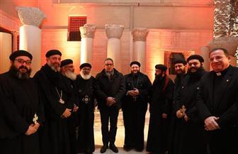 وزير السياحة والآثار يلتقي الوفد الكنسي للجمعية الوطنية للحج المسيحي بفرنسا  صور