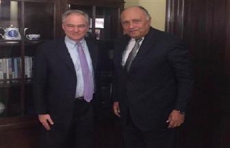 سامح شكرى يبحث العلاقات الثنائية مع السيناتور الديمقراطي تيم كاين