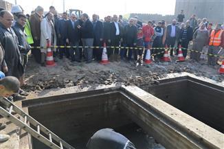 محافظ الجيزة يتفقد موقع انكسار ماسورة الصرف المتجهة من التبين لعرب أبو ساعد| صور