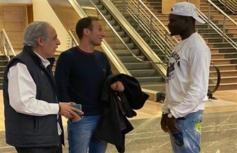 السنغالي أليو بادجي مهاجم الأهلي الجديد يصل إلى القاهرة