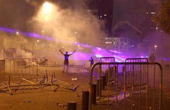 إضرام النار في مخيم احتجاج ببيروت وسط اشتباكات بين قوات الأمن ومحتجين