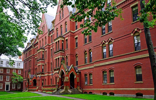 جامعة هارفارد تصنف القرآن الكريم أفضل كتاب للعدالة   صور -