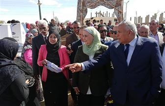 وزيرة التضامن تقدم 25 جهاز عروس للحالات الأولى بالرعاية بالوادي الجديد | صور