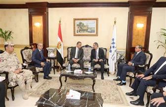 محافظ سوهاج يستقبل وزير الاتصالات والوفد المرافق له | صور
