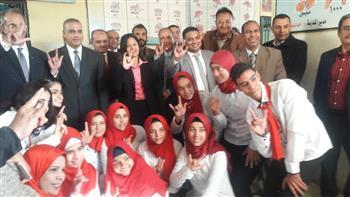 وزير الاتصالات يزور مدرسة الأمل للصم والبكم بسوهاج| صور
