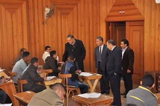 رئيس جامعة كفرالشيخ يتفقد سير امتحانات كليات الهندسة والطب البشري والتربية النوعية | صور