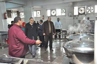 رئيس جامعة كفر الشيخ يتفقد العيادات الخارجية ومطعم المدينة الجامعية | صور