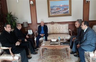 محافظ بورسعيد يبحث مع مسئولي الاتحاد الدولي الاستعداد لاستضافة بطولة العالم لمدربي ولاعبي الكيك بوكسينج | صور