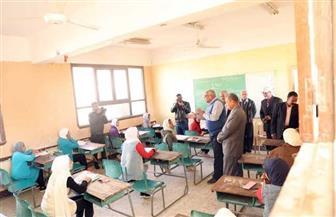 محافظ الوادي الجديد يتفقد لجان امتحانات الإعدادية | صور