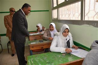 محافظ مطروح يتفقد لجان امتحانات الشهادة الإعدادية | صور