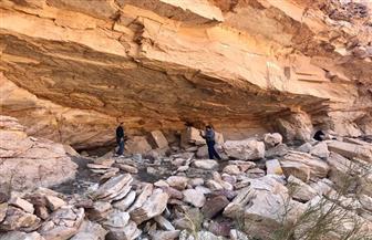 بعثة «السياحة والآثار» تنتهي من توثيق نقوش عثر عليها بكهف أثري بسانت كاترين| صور