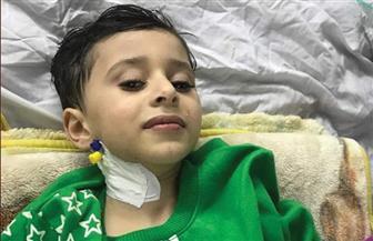 """خروج الطفل """"إياد"""" من مستشفى الفيوم العام بعد شفائه من غيبوبة بسبب تسمم الغاز"""