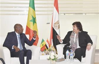 وزيرة الثقافة تستقبل نظيرها السنغالى بمعرض القاهرة الدولى للكتاب