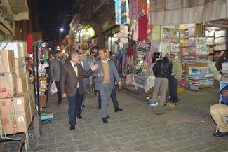 خلال جولته بوسط البلد.. رئيس الغرف التجارية يتفقد المحال بمنطقة الحسين | صور
