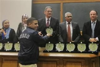 عميد «علوم القاهرة» يختتم ملتقى مشروعات تخرج طلاب برنامج البيوتكنولوجي | صور