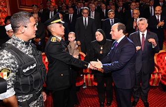 الرئيس السيسي يقدم التحية لأسرة الراحل العميد وائل طاحون