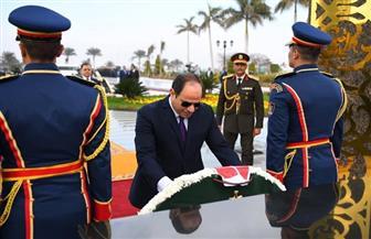 الرئيس السيسي: شرفت اليوم بتكريم أسر شهداء الشرطة ووضع إكليل من الزهور على النصب التذكاري | صور