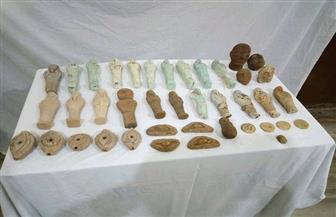ضبط 40 قطعة أثرية بحوزة مدير مدرسة قبل بيعها | صور
