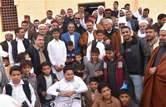 جولة لمحافظ مطروح في قرية الزيات للاستماع لمطالب الأهالي   صور
