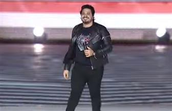 مصطفى حجاج يشعل احتفالية «وطن واحد» بأغنية «صاحب الخطوة»