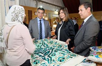 جهاز تنمية المشروعات يقيم معرضا للمنتجات اليدوية والتراثية المصرية| صور