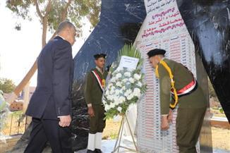 محافظ سوهاج ومدير الأمن يضعان أكاليل الزهور على نصب شهداء الشرطة |صور
