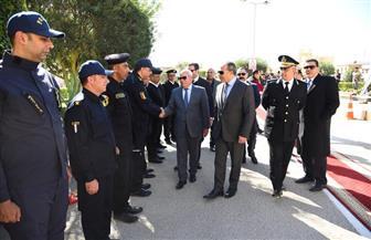 محافظ بورسعيد يضع إكليلا من الزهور على النصب التذكاري للجندي المجهول |صور