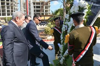 محافظ الدقهلية يضع إكليل الزهور على النصب التذكاري لشهداء الشرطة | صور