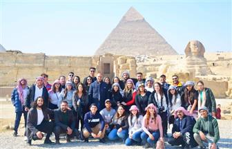وفد شبابي من أبناء المصريين بالخارج يزور أهرامات الجيزة والمتحف المصري | صور
