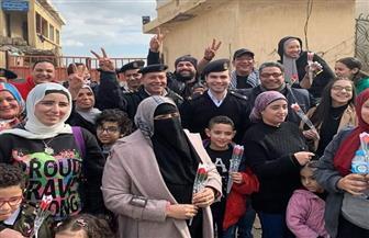 شرطة الجمرك بالإسكندرية توزع الورد على المواطنين احتفالاً بعيد الشرطة | صور