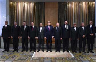 رئيس الوزراء يكرم المحافظين السابقين.. ويؤكد: نحرص على تكريم كل مسئول بذل جهدا لخدمة الوطن