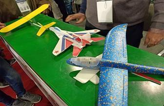 «اصنع طائرتك بنفسك».. ورشة وزارة الطيران بمعرض الكتاب | صور