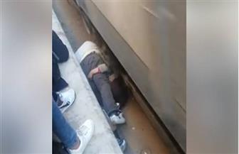تفاصيل الدقائق المرعبة.. مصور فيديو واقعة الإسماعيلية يروي كيف أنقذ الأب الشجاع ابنته من أسفل عجلات القطار