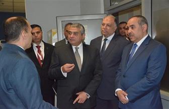 وزير الطيران المدني يتابع إجراءات الحجر الصحي في مطار القاهرة | صور