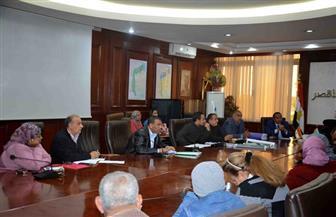 محافظة الأقصر تبحث المناطق غير المخططة بالمدن لتطويرها| صور